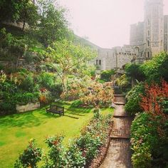 25 Beautiful Places To Travel Outside Of London - So many memories of day trips! =)