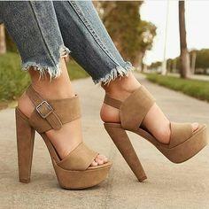 Bellos estos Zapatos!.  Etiqueta a tus Amigas!  Siguenos en @amoloszapatosusa  #Tendencias #LoveShoes #ZapatosMujer #Moda #Fiesta #YoAmoLosZapatos #ZapatosDeMujer #Shoes #FashionLover #Hermosa #Elegante High Heel Boots, Heeled Boots, Shoe Boots, Shoes Heels, Shoes Sneakers, Pretty Shoes, Cute Shoes, Cool High Heels, Prom Heels