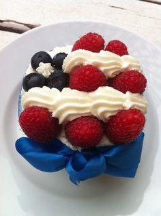 Patriotic US flag cupcake