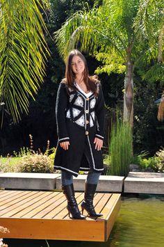 Saco con pechera tejida a crochet y resto en dos aguja, creado por Silvana gloria tejidos