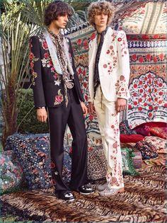 The complete Roberto Cavalli Spring 2017 Menswear fashion show now on Vogue Runway. Live Fashion, 70s Fashion, Fashion Week, Trendy Fashion, Fashion Show, Fashion Design, Gipsy Fashion, Street Fashion, Spring Fashion