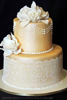 Wedding Cakes - Bolo Casamento - REnda, flores em acucar, dourado