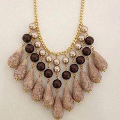 handmade necklace #BeadedNecklaces Dainty Gold Necklace, Diy Necklace, Necklace Designs, Necklace Tutorial, Necklace Ideas, Beaded Jewelry, Jewelry Necklaces, Fine Jewelry, Jewelry Making