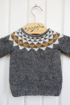 Baby Knitting Patterns Oh geez. Can you imagine how cute with baby jeans cuffed up … Knitting For Kids, Baby Knitting Patterns, Knitting Ideas, Pull Bebe, Baby Jeans, Circular Knitting Needles, Fair Isle Knitting, Little Fashion, Kids Fashion