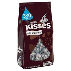 Pucker up for a kiss a chocolate kiss that is with KISSES Milk Chocolates. The melt in your mouth chocolate is perfect for sharing and savoring. Chocolate Crunch, Hershey Chocolate, Chocolate Flavors, Hot Chocolate, Chocolate Kisses, Chocolate Pancakes, Chocolate Hazelnut, Kisses Candy, Hershey Kisses