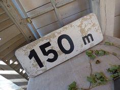 ancien panneau de signalisation chez leonie brocante , brocante en ligne www.leoniebrocante.com