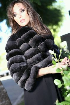 What a GORGEOUS Jacket! I took lots of photos so you could see how gorgeous this jacket and these pelts are. Lining is a black satin. Fur Fashion, Fashion Outfits, Chinchilla Fur Coat, Luxury Girl, Under My Skin, Fiery Red, Fur Collars, Furs, Model