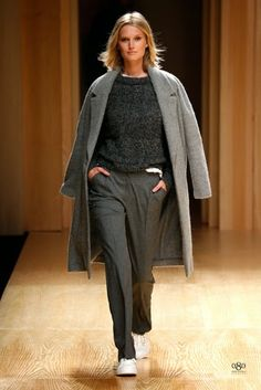 Mango Fall/Winter fashion brand Mango tapped top model Toni Garrn to open and close its fall-winter 2014 runway show which also happened to open… Toni Garrn, Mango Fashion, Work Fashion, Fashion Brand, Fashion Moda, Women's Fashion, Smart Casual, Casual Chic, Mango Collection