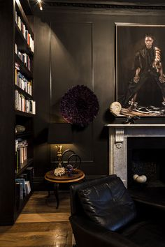 I am head over heels in love with this British family home in Barnes and its striking decor. Fu...