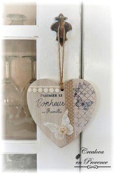 Primitive Decor 75672 Hanging door leaf heart in limed wood Heart Decorations, Valentine Decorations, Valentine Crafts, Valentines, Crafts To Sell, Diy And Crafts, Cloche Decor, Creation Crafts, 3d Quilling