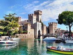Het kasteel van Sirmione aan het Gardameer   italiëplein