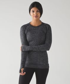 This slim-fitting mid layer layers easily under your rain coat in the city or your ski jacket on the mountain.