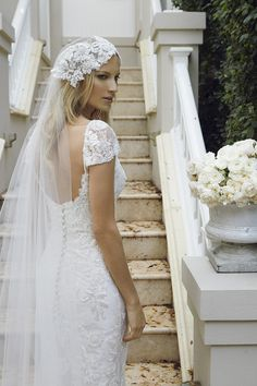 Elegante y bellísimo es el estilo en los accesorios, velos, y vestidos de novia de Lisa Gowing.