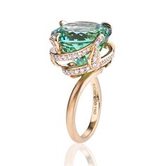 This iconic cocktail After Dark Green Tourmaline Spiral Ring features an intricately faceted green tourmaline encircled in dazzling pave diamond. Diamond Jewelry, Jewelry Rings, Jewelry Accessories, Glass Jewelry, Piaget Jewelry, Rhinestone Jewelry, Vintage Rhinestone, Silver Jewellery, Body Jewelry