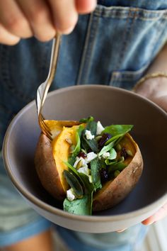 savory sweet potatoes stuffed with arugula, cranberries, pumpkin seeds, goat cheese, fresh sage and brown butter Delicious Vegan Recipes, Healthy Recipes, Warm Food, Potato Dishes, Dried Cranberries, Brown Butter, Vegan Dishes, Goat Cheese, Food Inspiration