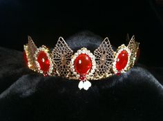 Queen Margaret of Scotland the Isles ruby tiara, created by The Anne Boleyn Files. Royal Crown Jewels, Royal Crowns, Royal Tiaras, Royal Jewelry, Tiaras And Crowns, Queen Margaret Of Scotland, Family Jewels, Circlet, Antique Jewelry