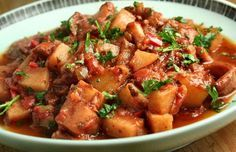How to make Portuguese octopus stew. (Click here for the recipe)