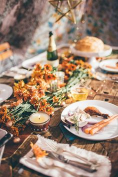 Looking for Thanksgiving or Friendsgiving table ideas? Well look no farther. Here are 15 of the most insta-worthy Friendsgiving tables. Picnic Dinner, Xmax, Boho Home, Instagram Worthy, Appetizers For Party, Yummy Drinks, Clean Eating Snacks, Holiday Recipes, Food Photography