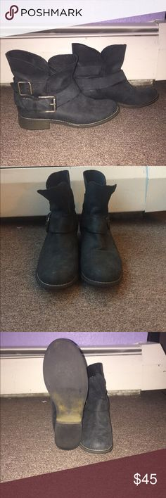 Steve Madden black leather ankle boots Black ankle boots with side buckles. Soft black leather. Softly worn. Great condition Steve Madden Shoes Ankle Boots & Booties