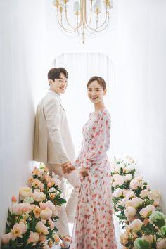 KOREAN WEDDING B-006 PIUM STUDIO : korea wedding pledge Pre Wedding Photoshoot, Wedding Shoot, Beautiful Moments, Life Is Beautiful, Prewedding Outdoor, Korean Wedding, Bridesmaid Dresses, Wedding Dresses, Couple Posing