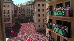 This is a great promotional video for the San Fermin festival im Pamplona. If you watch carefully, almost at the end, the Hotel La Perla flashes across the screen. I have fond memories of staying there in 1977 and It was also where Hemingway stayed. Ap Spanish, Spanish Culture, Spanish Lessons, Spanish Style, Spanish Classroom, Teaching Spanish, San Fermin Pamplona, Teaching Culture, Running Of The Bulls