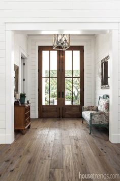 Rustic Hardwood Flooring Tips and Suggestion - Style to Your Residence Timber flooring does not simply look good. It boosts the account of your ho - Rustic Hardwood Floors, Timber Flooring, Flooring Ideas, Farmhouse Flooring, Farmhouse Front Doors, Farmhouse Interior Doors, Modern Farmhouse Exterior, Modern Farmhouse Kitchens, Kitchen Flooring