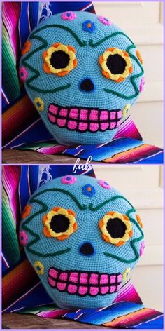 Crochet Day Of The Dead Skull Pillow Free Pattern Crochet Skull Patterns, Crochet Pillow Patterns Free, Filet Crochet Charts, Free Pattern, Crochet Home, Crochet Gifts, Cute Crochet, Crochet For Kids, Skull Pillow