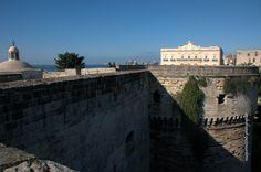 Taranto   Castello Aragonese   Sullo Sfondo Il Palazzo Di Città