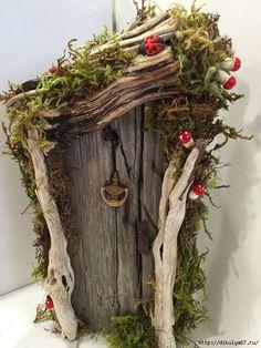 Миниатюрная деревянная дверь