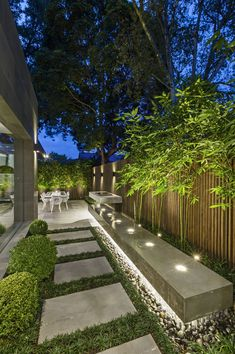 43 Creative Side Yard Garden Design Ideas For Summer – Backyard inspiration – - amazing garden ideas Modern Backyard, Backyard Garden Design, Backyard Patio, House Yard Design, Back Garden Design, Urban Garden Design, Backyard Trees, Garden Villa, Garden Bed