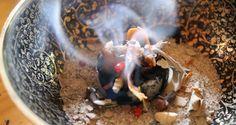 Mit dem Feuer kam die magische Kraft des Räucherns – Eine Räucheranleitung