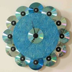 Blue Recycled CD Clock by PattyMelts Vinyl Record Crafts, Vinyl Crafts, Fun Crafts, Cd Decor, Recycled Cd Crafts, Cd Diy, Spool Crafts, Diy Clock, Diy Recycle