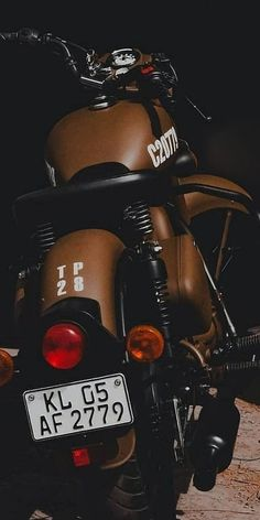 Royal Enfield Thunderbird or Honda Enfield Bike, Enfield Motorcycle, Motorcycle Style, Women Motorcycle, Motorcycle Helmets, Motorcycle Couple, Chopper, Royal Enfield Classic 350cc, Enfield Thunderbird