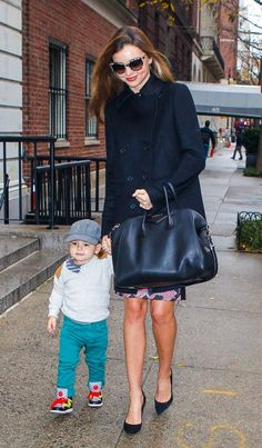 We've got bag envy as Miranda Kerr steps out with son Flynn and that gorgeous black grab bag