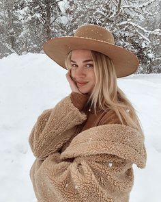 Snow Outfits For Women, Outfits With Hats, Hats For Women, Winter Outfits, Cute Outfits, Clothes For Women, Warm Outfits, Stylish Outfits, Snow Fashion