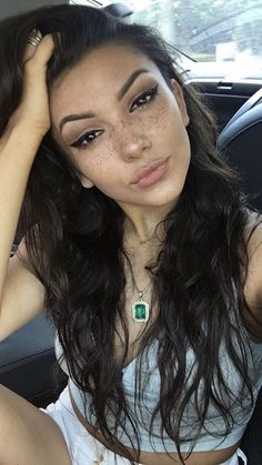 Freckles and wing eyeliner is my kinda look Beauty Makeup, Face Makeup, Hair Beauty, Freckles Makeup, Non Blondes, All Things Beauty, Pretty Face, Natural Makeup, Makeup Inspiration