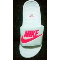 dc5c686cd Encontre Chinelo Nike Feminina - Chinelos Nike no Mercado Livre Brasil.  Descubra a melhor forma de comprar online.