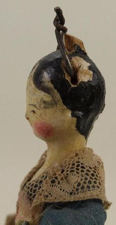 """4 1/4"""" EARLY TO MID 19th c. PEG WOODEN TUCK COMB DOLL. - 3"""