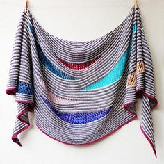 Ravelry Ravelry: My Summer Song pattern by Lisa Hannes - My Summer Song is a fun to knit crescent shaped shawl worked in garter stripes, which open up in various spots to play with different lace and multiple coloured crescent inserts. Crochet Gratis, Knit Or Crochet, Lace Knitting, Crochet Shawl, Knitting Stitches, Knitting Patterns Free, Crochet Patterns, Crochet Kits, Crochet Food
