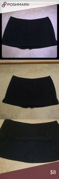 Black Plus Size Skorts Only worn a handful of times. Size 4X. Has two front pockets. Cotton.  Thanks for looking 😉 Fashion Bug Shorts Skorts