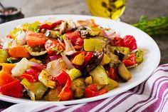 Kung Pao Chicken, Finger Food, Ratatouille, Cobb Salad, Feta, Pork, Low Carb, Ethnic Recipes, Drink