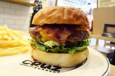 ベーコンチーズバーガーでベンチマークやや表面がハードでモチっとしたバンズバーベキューソースベーコンチーズパティがバランスよく組み立てられていて美味いマスタードがやや強めなのが個人的にグッときた #meallog #foodporn #burger #burger_jp #ハンバーガー # #tw