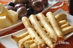 Grisines, un pequeño y delicioso aperitivo Sausage, Appetizers, Food And Drink, Meat, Food Recipes, Sweet Treats, Breads, Sausages, Appetizer