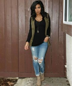 simple but stylish. Black long sleeve, olive green vest, distressed jeans, and tan booties Cute Fall Outfits, Fall Winter Outfits, Casual Outfits, Outfits With Vests, Fall Outfit Ideas, Casual Friday Work Outfits, Vest Outfits For Women, Jeans Outfit Winter, Spring Outfits Women