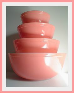 In love with this pink Pyrex. Wish i could find these pieces.