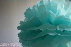Un pompon en papier de soie – Poulette Magique