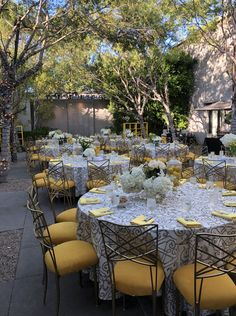 16 All-Inclusive Los Angeles Wedding Venues on Here Comes The Guide | Venue pictured: Luxe Sunset Boulevard Hotel