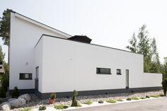 Kivipiha ja valkoinen rappaus on tyylikäs ja moderni yhdistelmä. Lisää ideoita www.lammi-kivitalot.fi