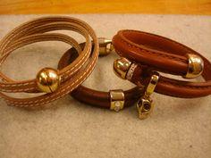 A tu bola: pulseras de cuero en tonos camel