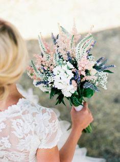 Beautiful provence inspired bridal bouquet || Laetitia C. fleurs d'atelier